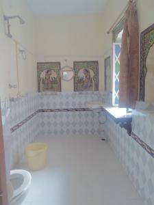 A bathroom at Kasera Paradise