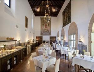 A restaurant or other place to eat at Parador de Almagro