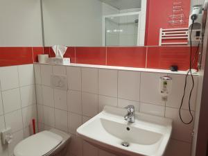 A bathroom at Parkhotel Nieheim