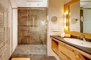 Ein Badezimmer in der Unterkunft Biohotel Castello Königsleiten
