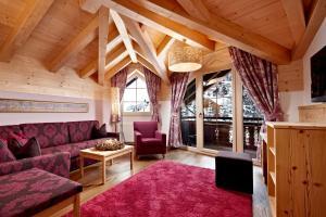 Ein Sitzbereich in der Unterkunft Biohotel Castello Königsleiten