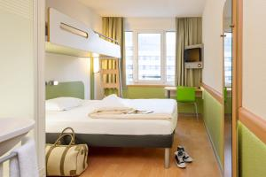 A bed or beds in a room at ibis budget Aachen City