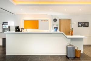 The lobby or reception area at ibis budget Aachen City