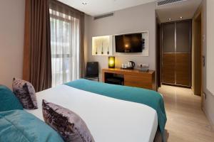 Llit o llits en una habitació de Hotel España Ramblas