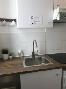 A kitchen or kitchenette at Les Appartements d'Edmond St Sebastien