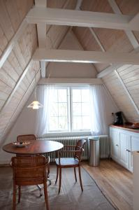 A seating area at Kalkmarkt Suites