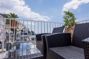 A balcony or terrace at Hotel Fontana