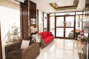 A seating area at Mark Inn Hotel Deira
