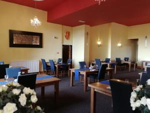A restaurant or other place to eat at Broomhall Castle