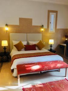 Кровать или кровати в номере Riad des Golfs
