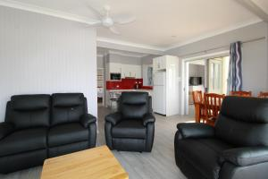 A seating area at Beachfront 6, 25 Willow Street
