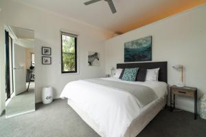 Ein Bett oder Betten in einem Zimmer der Unterkunft Hilltop Apartments Phillip Island