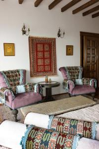 A seating area at Yerkir Guest House