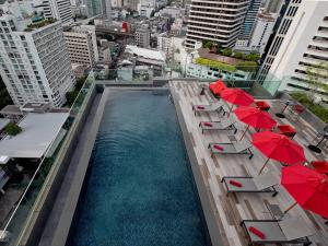 A view of the pool at Novotel Bangkok Sukhumvit 4 or nearby