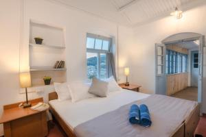 A bed or beds in a room at Zostel Ooty