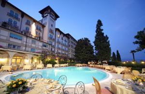 المسبح في Hotel Savoy Palace أو بالجوار