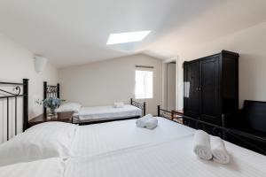 A bed or beds in a room at B&B Miracolo di Mare Retro