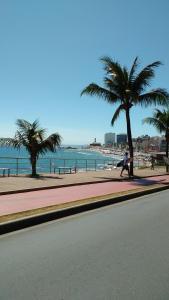 A piscina localizada em Apartamento Farol da Barra Salvador ou nos arredores