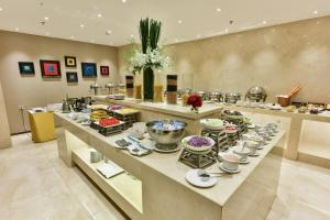A restaurant or other place to eat at Grand Cititel Hanoi Hotel