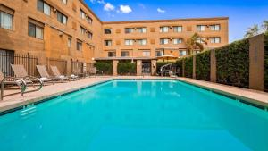 The swimming pool at or close to Tempe by the Mall Phoenix Airport Hotel