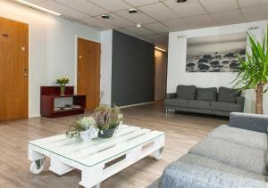 A seating area at Hotelli & Ravintola Martinhovi