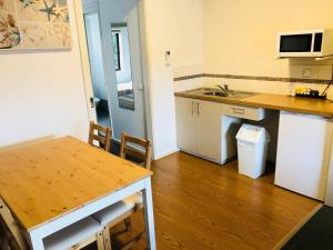 A kitchen or kitchenette at Motel Marengo