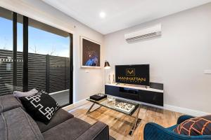 A seating area at Manhattan Apartments - Caulfield North