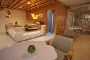 A seating area at Nomaden Urban Stay