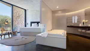 Un baño de Son Brull Hotel & Spa