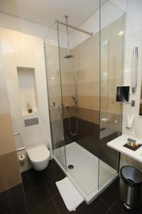 A bathroom at Zepter Hotel