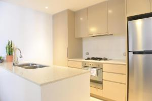 A kitchen or kitchenette at New SilkRoad Apartments Airport