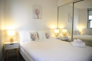 A bed or beds in a room at New SilkRoad Apartments Airport