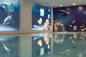 The swimming pool at or near Maritim proArte Hotel Berlin