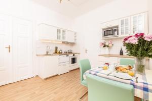 Cucina o angolo cottura di Prague Siesta Apartments