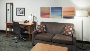 A seating area at Staybridge Suites Jackson, an IHG Hotel