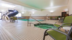 The swimming pool at or near Best Western Plus Havre Inn & Suites