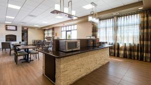 A restaurant or other place to eat at Best Western Plus Havre Inn & Suites