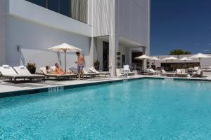 The swimming pool at or close to EB Hotel Miami Airport