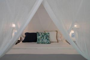 A bed or beds in a room at mist at Cape Tribulation