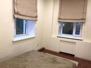 Кровать или кровати в номере Two-room Apartment on Komsomolskiy prospekt 50
