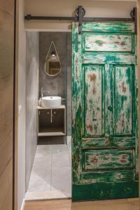 Een badkamer bij Guest House Hiša ROBIDA