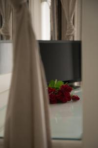 Телевизор и/или развлекательный центр в Mantinia Bay Hotel