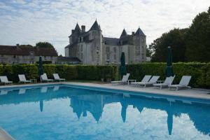 The swimming pool at or near Château De Marçay