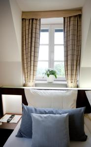 A bed or beds in a room at Schloss Berge