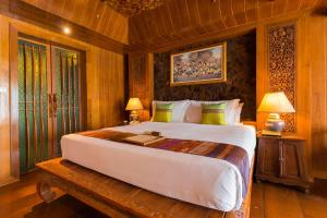 A bed or beds in a room at Santhiya Koh Phangan Resort and Spa - SHA Plus