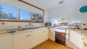 A kitchen or kitchenette at PESCARINA - FREE WIFI