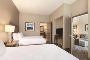 A bed or beds in a room at Embassy Suites Saratoga Springs