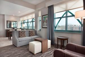 A seating area at Embassy Suites Saratoga Springs