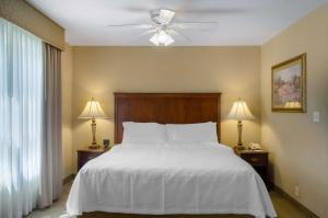 A bed or beds in a room at Homewood Suites by Hilton Covington