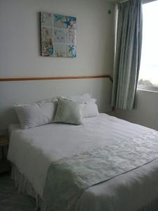A bed or beds in a room at Margate Boulevard